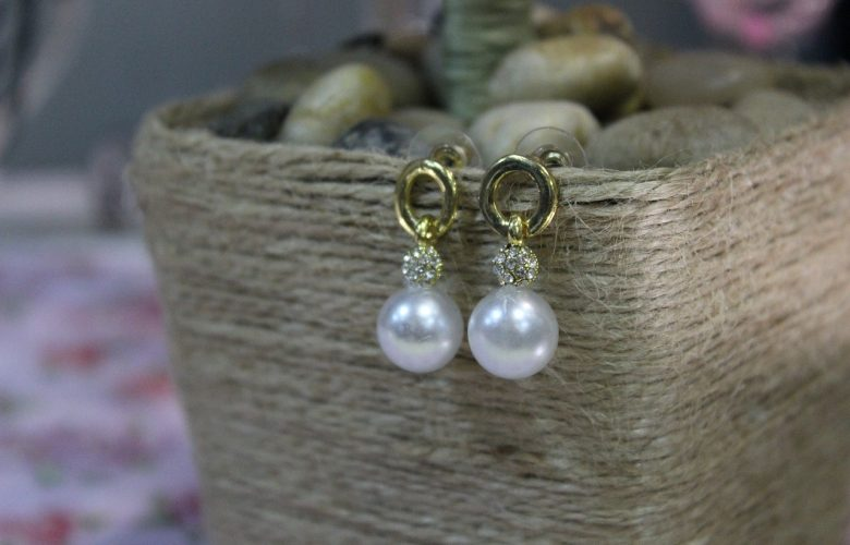 earrings-with-pearls
